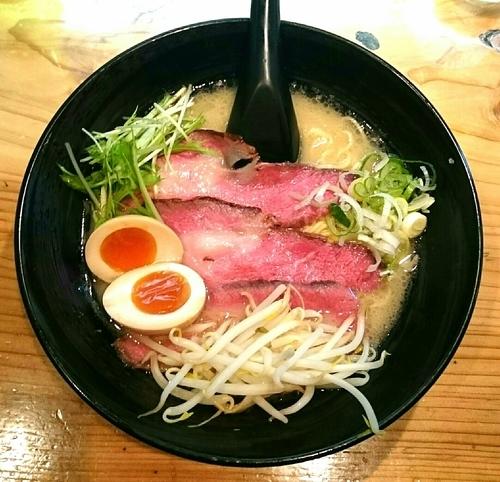 「チャーギュウ麺(白) 半熟煮たまご」@ラーメン 道玄の写真