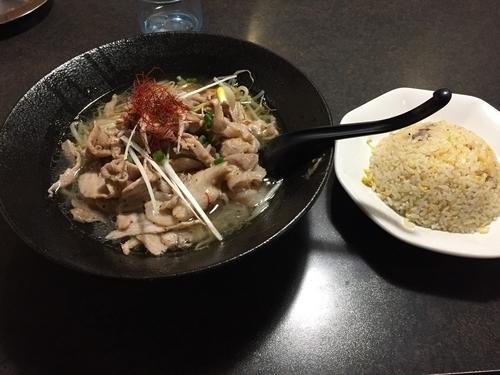 「ガッツリ肉盛りラーメン200&半炒飯」@ともや食堂 藤岡店の写真