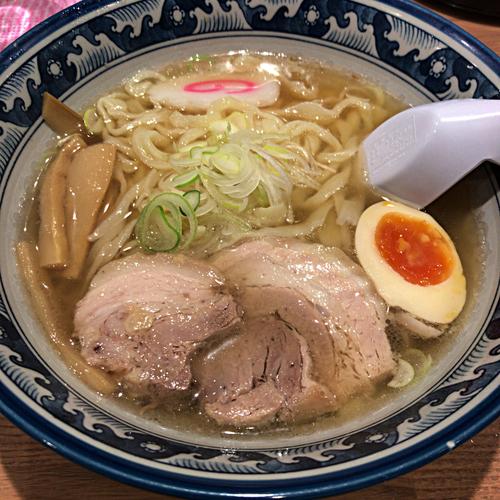 「しょうゆらーめん 690円」@手打ちらーめん 麺之介の写真