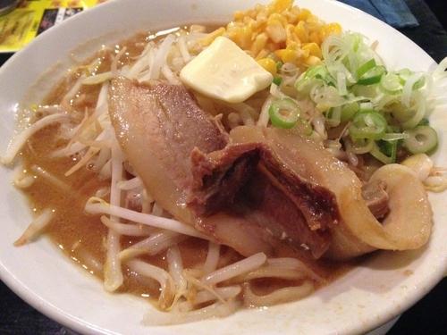 「味噌コーンバターラーメン(大)+唐揚げ(4個)+ご飯」@つけ麺・ラーメン カガミハラ55の写真