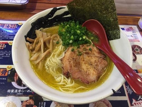 「塩らーめん(¥700) +中盛(無料)」@麺臣 とらとはとの写真