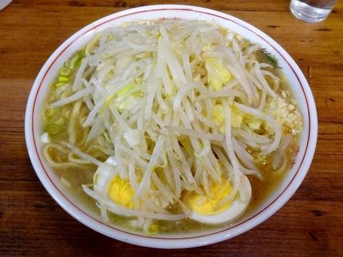 「小(700円)+煮玉子(100円)+ネギ入り ヤサイニンニク」@ラーメン二郎 品川店の写真