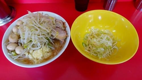 「小ラーメン(700円)+うずらの卵+味ネギ ニンニク」@ラーメン二郎 茨城守谷店の写真