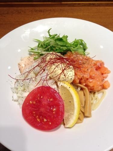 「【限定】キングサーモンの冷たい混ぜそば」@寿製麺よしかわ 川越店の写真