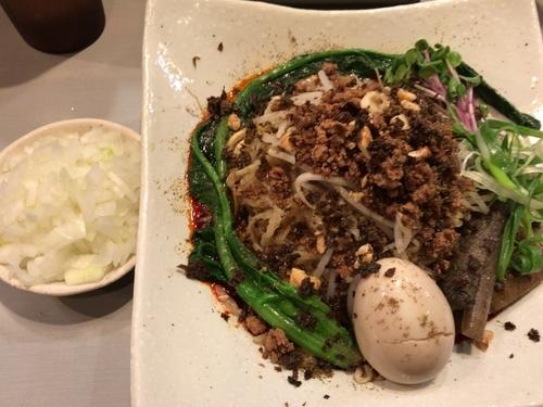 「月曜限定:汁なし担々麺800円+タマネギ50円(?)」@中華蕎麦 瑞山(ZUIZAN)の写真