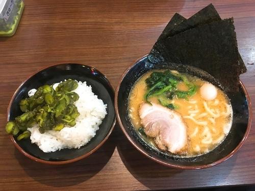 「半麺ラーメン+小ライス/¥600+100」@横濱家系ラーメン 秋津商店の写真