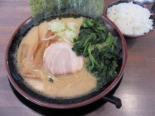 「豚骨醤油(760円)+ほうれん草100円」@山亀家 西千葉店の写真