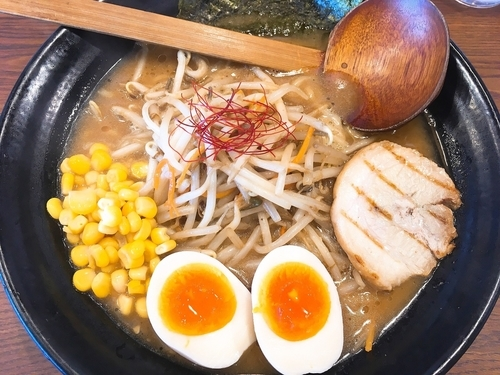 「熟成赤マル味玉味噌ラーメン 880円」@マルヤ商店の写真