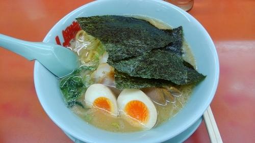 「醤油チャーシュー麺 味玉トッピング」@ラーメン山岡家 さいたま丸ヶ崎店の写真