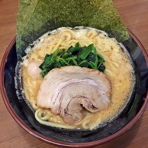 「醤油豚骨ラーメン」@横浜家系ラーメン 一刀家 茅場町店の写真