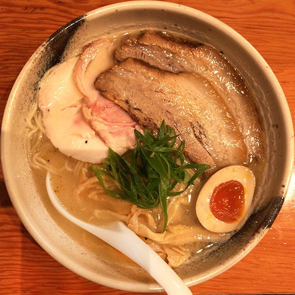 鶏の旨味を堪能!鶏白湯ラーメンが旨いラーメン店7選【東京編】