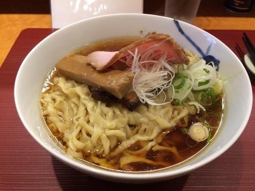 「醤油ラーメン 手揉み麺」@麺 みつヰの写真