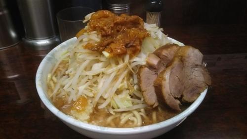 「小ラーメン(700円)野菜・ニンニク・脂」@ラーメン二郎 めじろ台店の写真