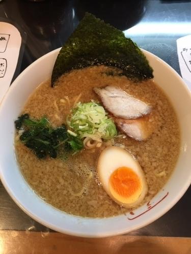 「ラーメン(太麺) 690円」@リッキーズの写真