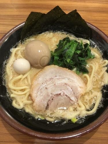 「らーめん(醤油)+味玉(クーポン使用)」@横浜家系ラーメン 壱角家 谷塚店の写真