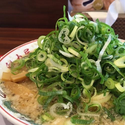 「特製醤油ラーメン ネギ入れ放題」@ラーメン魁力屋 藤枝PA下り線店の写真