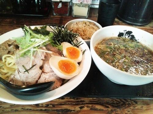 「つけ麺中盛(850円)+昼限定サービス焼き飯」@Y's Dining Barの写真