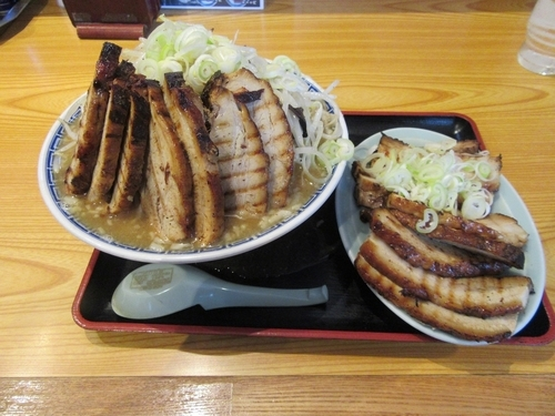 「バカ豚麺(1200円)+大盛+チャーシュー×2」@常勝軒 総本店の写真