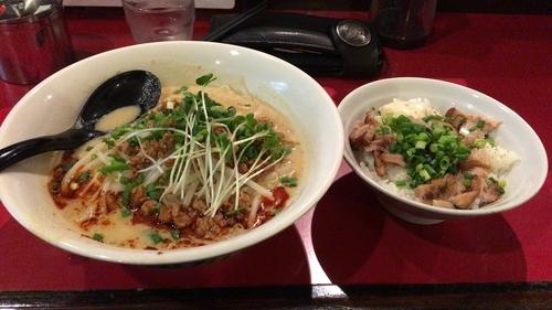 「極担々麺+豚丼」@極 担々麺 真空の写真