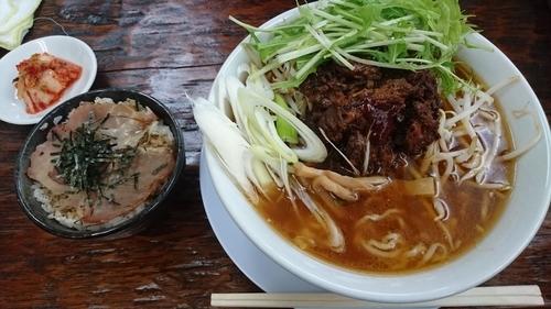 「豚スジらーめん 燻製チャーシュー丼」@手作りらーめん 白雪姫の写真
