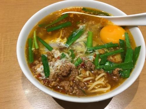 「台湾ラーメン(生玉子入り)」@味仙 JR名古屋駅店の写真