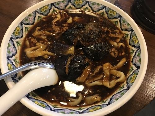 「麻婆茄子ラーメン 刀切麺 910円」@中国ラーメン 揚州商人 大和店の写真