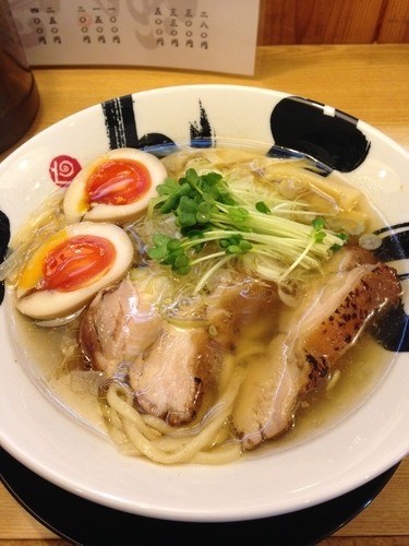 「燻製鶏塩ラーメン」@彩色ラーメン きんせい夢風 総本家の写真