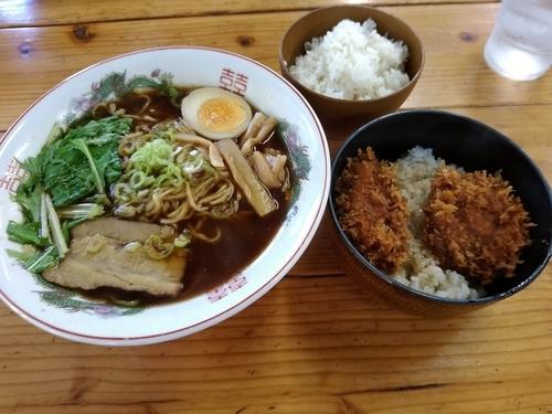 「ランチセット(中華ラーメン+ミニかつ丼)850円」@ラーメン焼肉 笑吉の写真