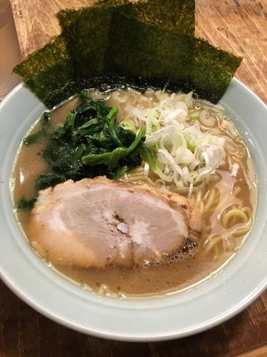 「家系豚骨ラーメン700円」@鶴一家の写真