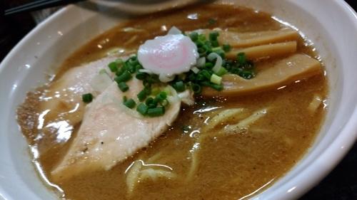 「濃厚豚骨魚介ラーメン醬油780円」@麺屋33の写真