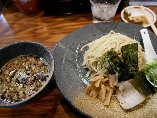 「つけ麺もつ 中盛」@龍の家 新宿小滝橋通り店の写真
