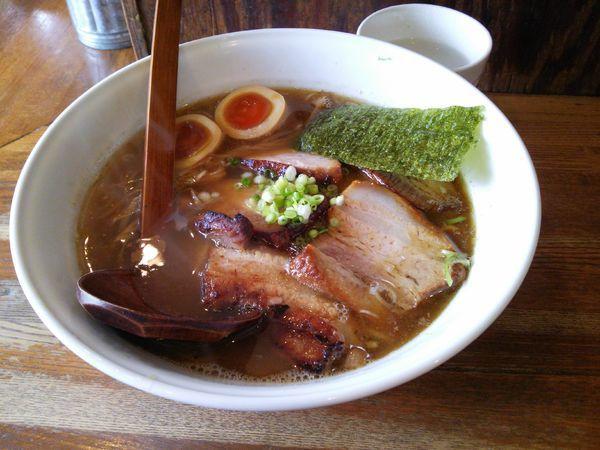 「醤油バラ肉チャーシュー麺」@麺や 八雲の写真