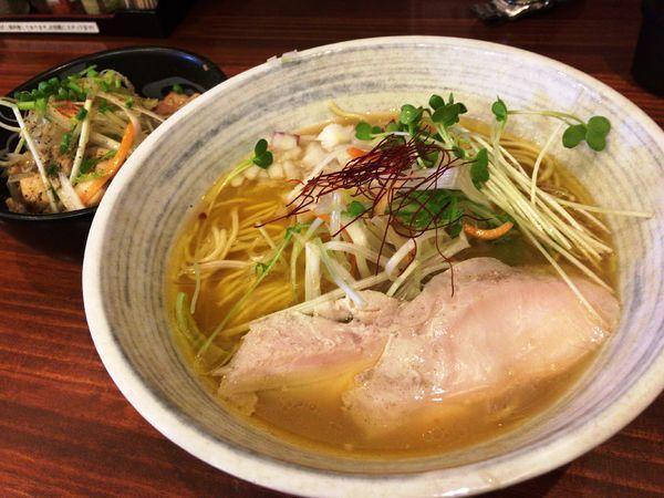 「濃厚鶏塩らーめん中盛+ネギ塩鶏丼(ランチセット)」@鶏SOBA 春夏冬~あきない~の写真