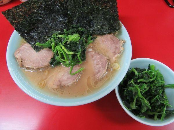 「チャーシュー麺(930円)+ほうれん草100円」@横浜家系ラーメン 末広家の写真