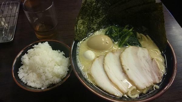 「スペシャル(塩)+海苔+小ライス」@横浜家系ラーメン 大黒家の写真