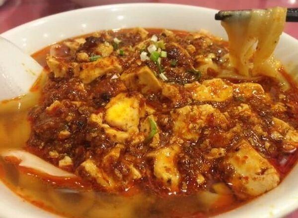 「麻婆豆腐刀削麺(972円)」@四川料理 京華樓の写真