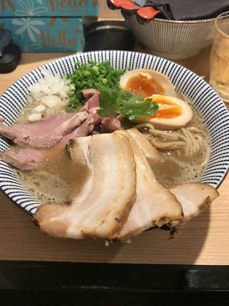 「煮干し中華ソバ全部のせ」@自家製麺 MENSHO TOKYOの写真