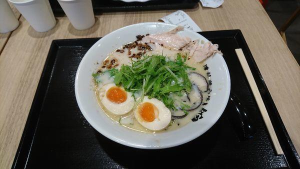 「トロ玉ラーメン」@濃熟鶏白湯 錦の写真