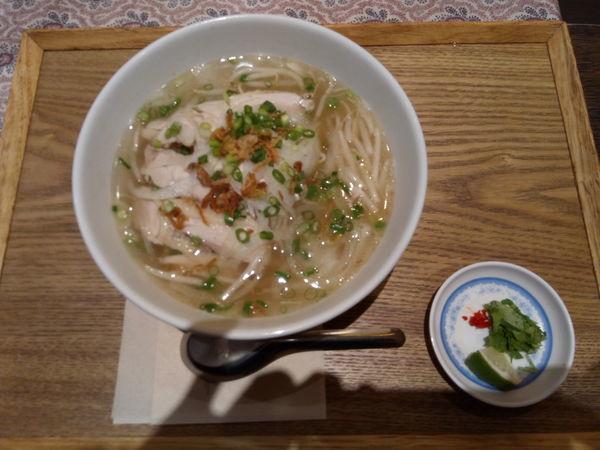 「蒸し鶏のフォー」@KHANHのベトナムキッチンGINZA999・Chi emの写真