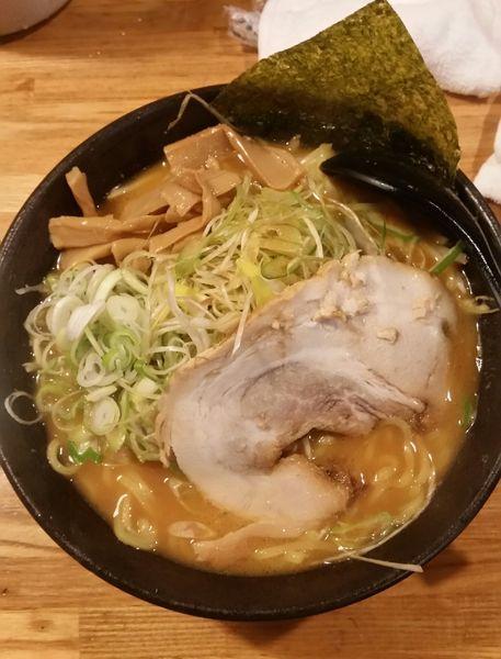 「赤味噌ラーメン800円+味つきネギ120円」@北海道ラーメン 月形の写真