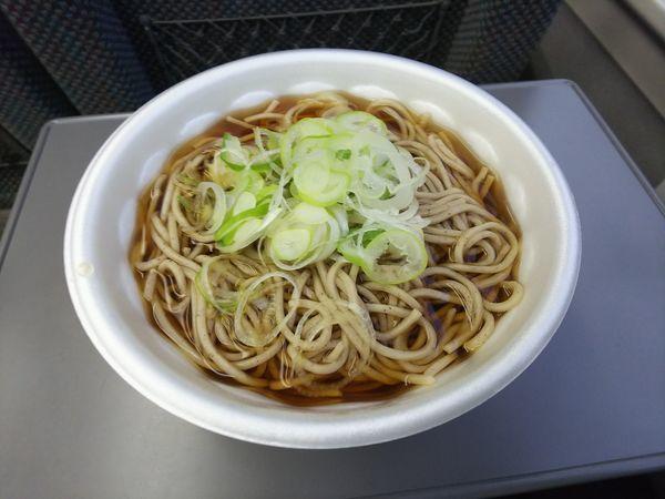 「かけそば(車内持ち込み)」@信州蕎麦処しなの 長野駅の写真