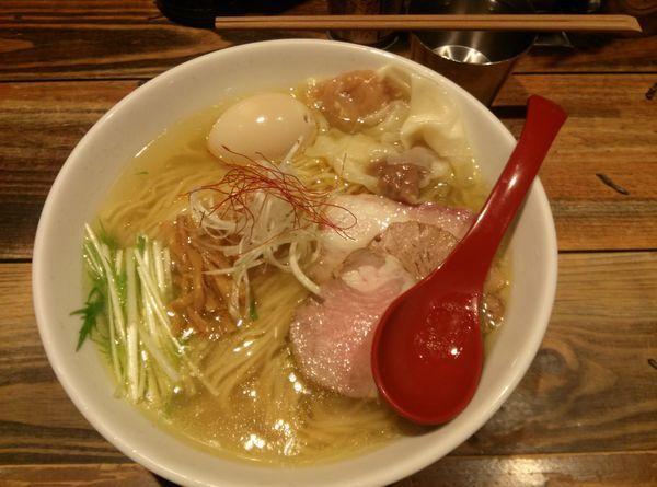 「香彩鶏だし特製塩らーめん大盛」@麺屋 翔 本店の写真