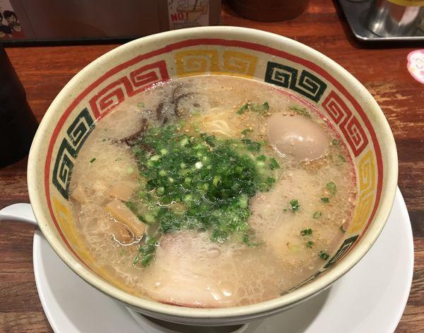 「じゃんがら+味玉」@九州じゃんがら 日本橋店の写真