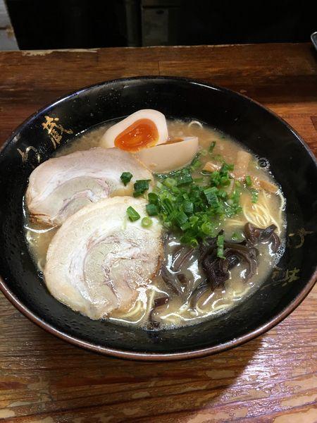 「ラーメン+味玉」@博多とんこつラーメン わ蔵 歌舞伎町店の写真