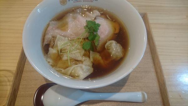 「わんたん醤油らぁめん」@らぁ麺 飯田商店の写真
