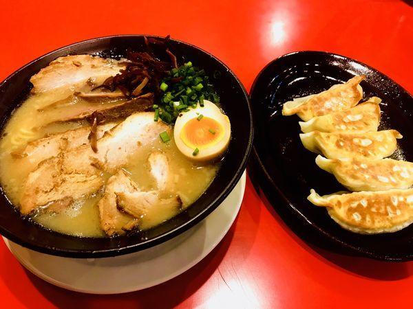 「暁チャーシュー麺&餃子」@麺匠 暁の写真