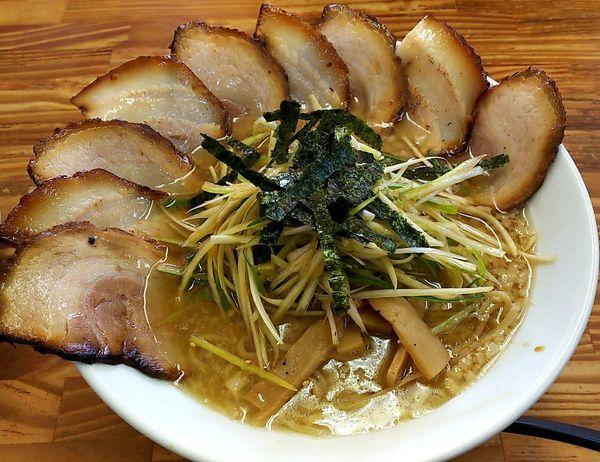 「醤油ネギチャーシュー麺(中盛り)」@ラーメン屋 桑原亭 東川口店の写真