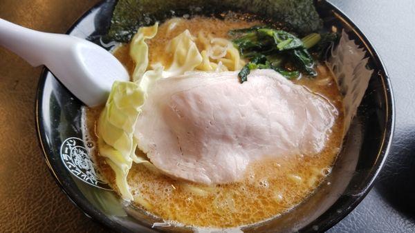 「濃厚豚骨醤油 辛味タレそのまま」@ハルピンラーメン 松本並柳店の写真