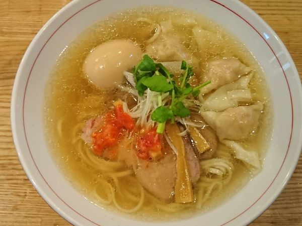 「4年目の中華そば(塩)+海老ワンタン+半熟煮玉子=¥1150」@地球の中華そばの写真