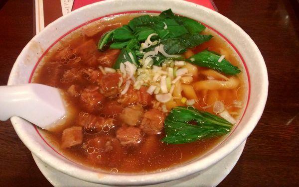 「牛バラ麺・刀切麺(880円)」@私家麺館・福の写真